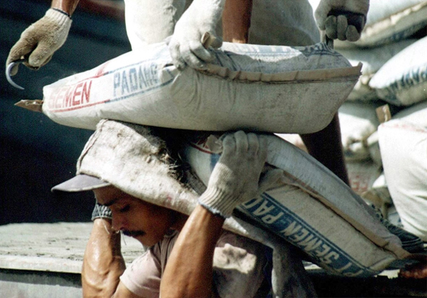 SIAM CEMENT PLANS $388 MN CEMENT PLANT IN MYANMAR