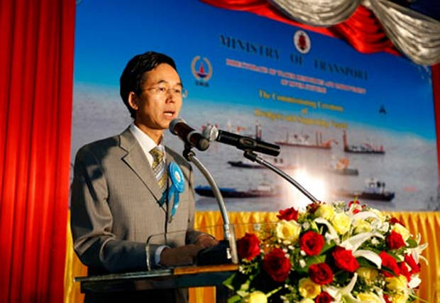 Chinese company hands over 19 dredgers, supporting vessels to Myanmar